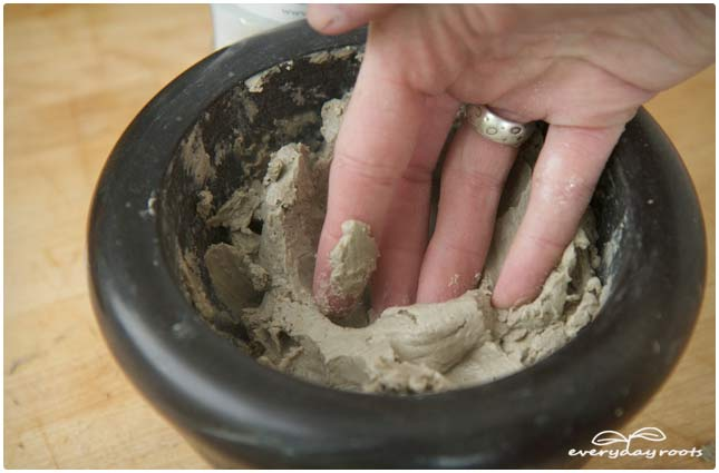 Bentonite Clay Poultice for Rashes, Burns & Bug Bites